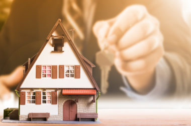 Should You Use Your Estate Agent's Mortgage Broker?